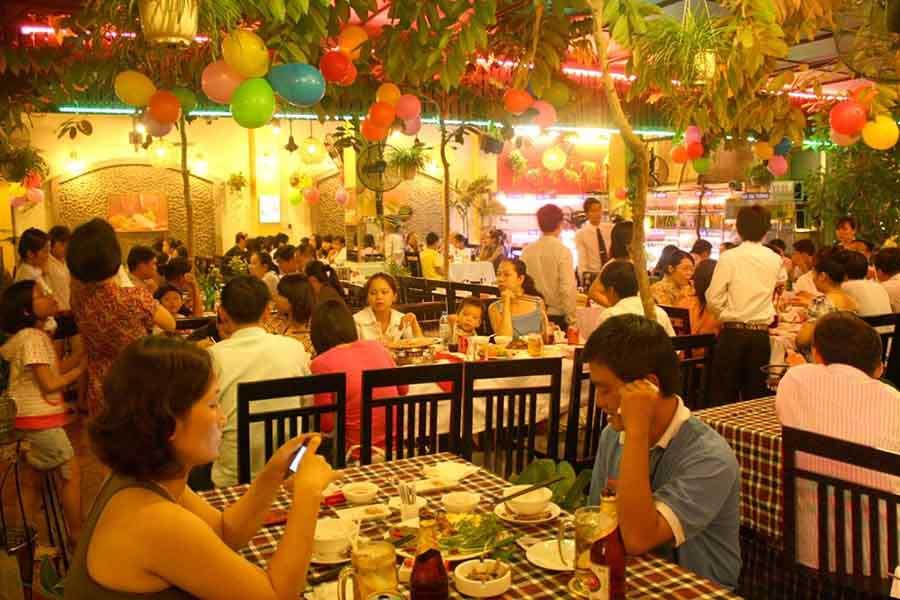 Không gian tiệc nhà hàng Quá Ngon