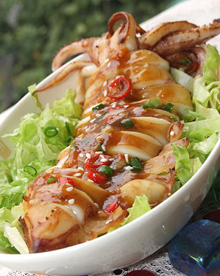 Fresh squid grilled with sour and spicy sauce