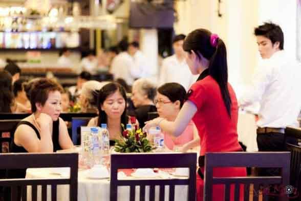 Phong cách phục vụ chu đáo của Nhà hàng Quá Ngon