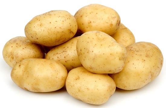 Dùng khoai tây sống xử lý món ăn mặn