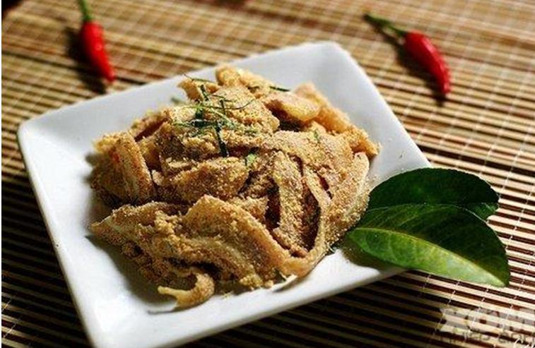 cách làm nem tai thính lá sung - nhà hàng đặc sản Quá Ngon