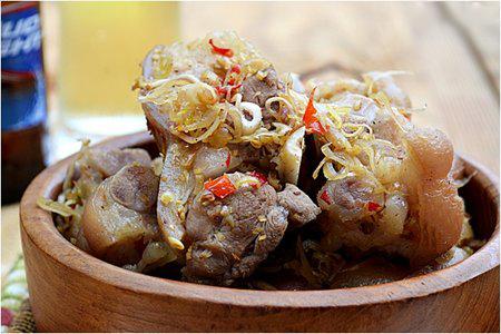 Giò heo kho sả ớt thơm ngon - nhà hàng Quá Ngon