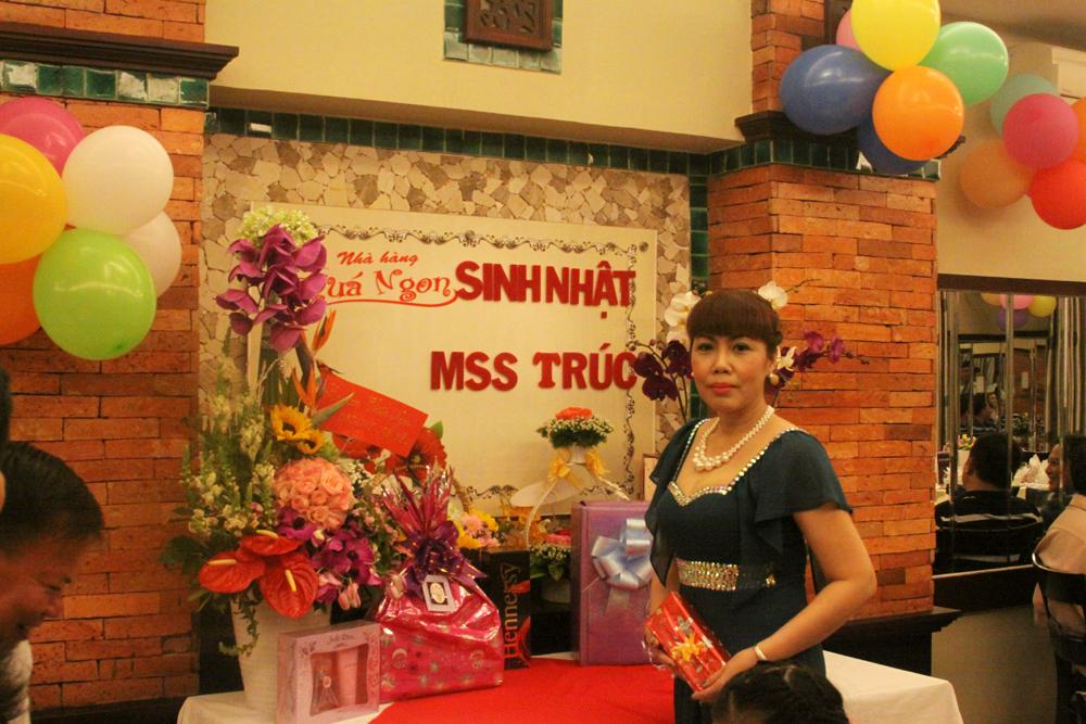 Tiệc sinh nhật Mrs. Trúc ngày 10-10-2014