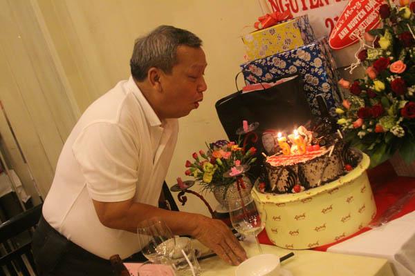 sinh nhat nguyen anh dung, tiệc sinh nhật
