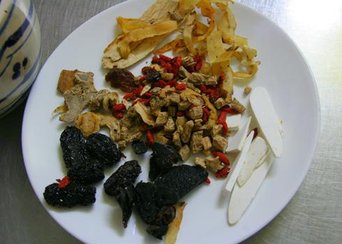 Cách làm gà ác tiềm thuốc bắc bổ dưỡng