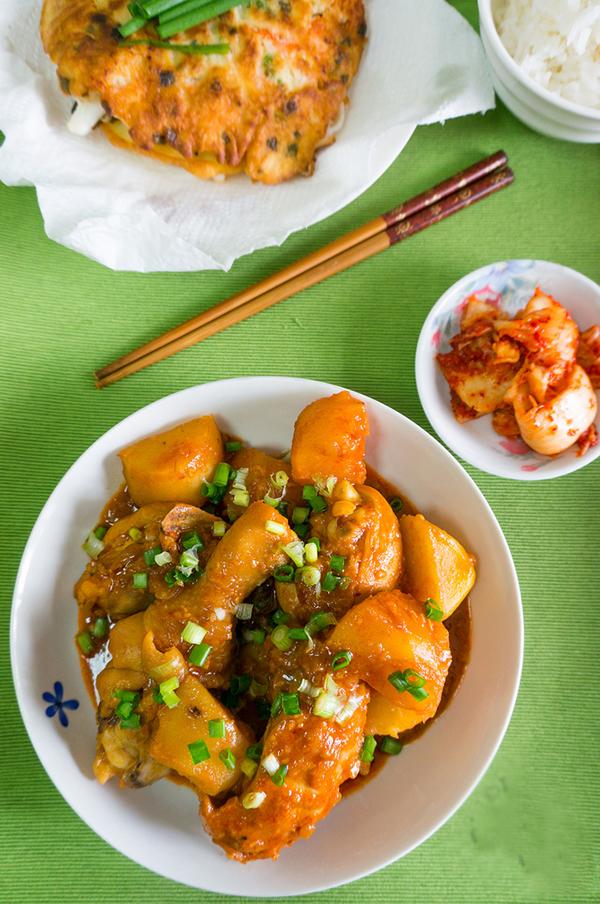 gà kho khoai tây kiểu Hàn