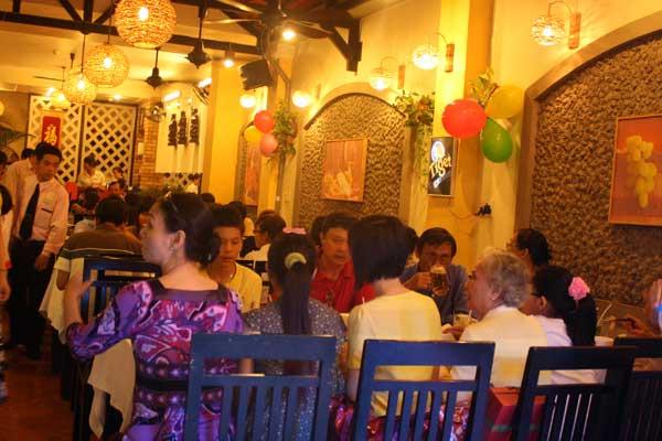 họp mặt gia đình tại nhà hàng1