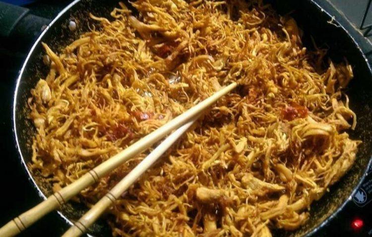 Cách làm gà xé sợi xào cay ngon