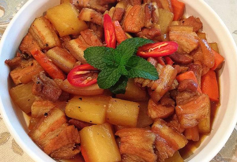 Cách nấu thịt heo kho củ cải trắng ngon thơm ngày tết