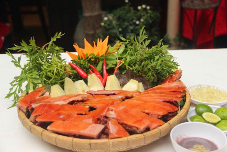 Món ngon Sài Gòn - Heo tộc quay lu chặt mẹt