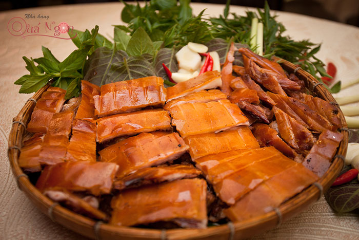 Ăn gì ở Sài Gòn - Món heo tộc quay lu