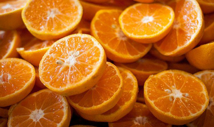 Cam (nhiều vitamin C và canxi)