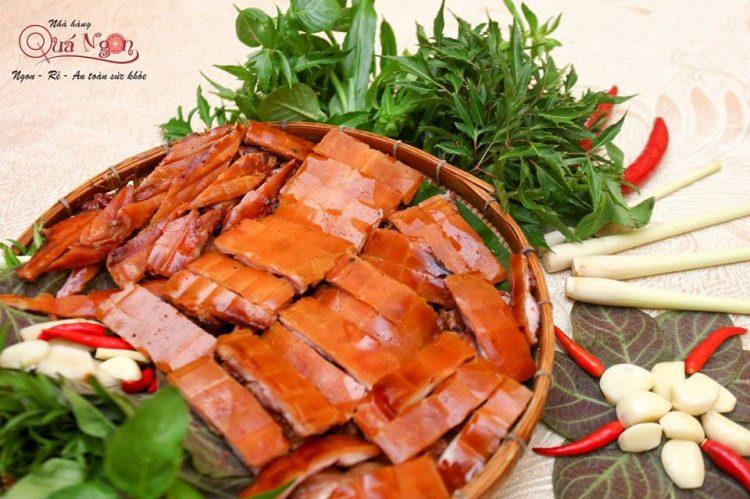 Đặc sản heo tộc quay lu chặt mẹt - Nhà hàng Quá Ngon
