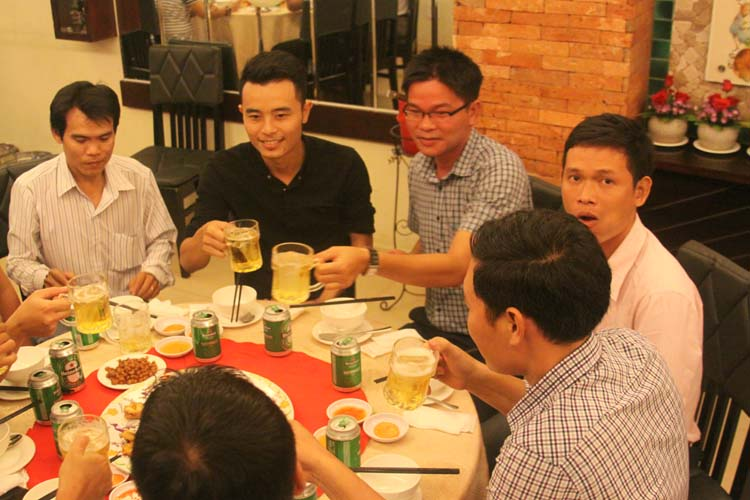 nha hang to chuc tiec chuc mung cong ty (2)